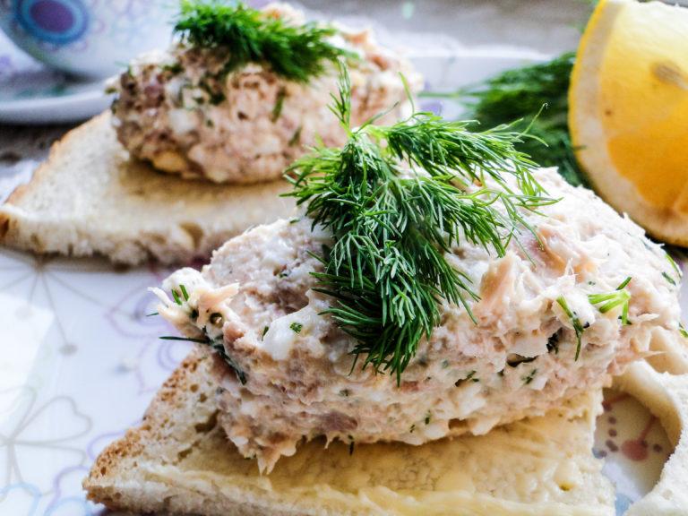 Pasta jajeczna z tuńczykiem i koperkiem