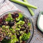 Sałatka z brokuła, winogron i selera naciowego