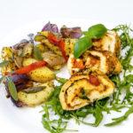 Roladki drobiowe z mozzarellą w towarzystwie aromatycznych ziemniaczków