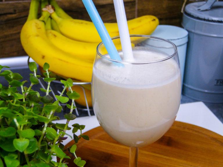 Koktajl bananowy z masłem orzechowym (video)