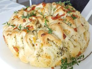 Puchaty chlebek z ziołami